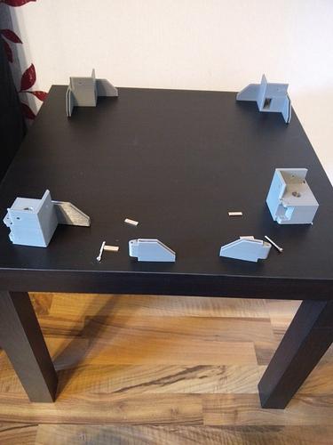 2020-05-14 02 - 1. Tisch mit unteren Scharnieren